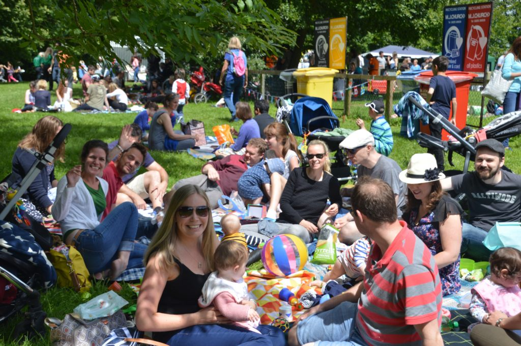 Crowds enjoying Picnic 2016 (1)